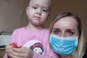 Дівчинка із Рави-Руської, в якої помер татко, потребує допомоги в боротьбі з раком