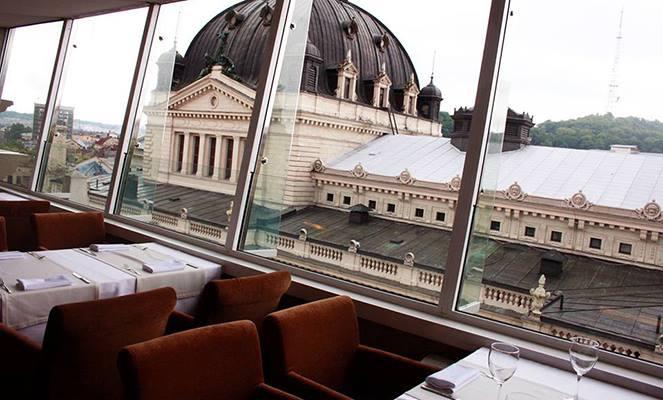 Ресторан на останньому поверсі готелю «Панорама»