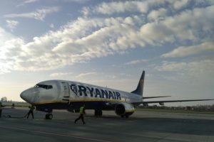 До Львова прилетів перший літак Ryanair. Фото, відео