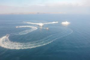 Росіяни відкрили вогонь по кораблю України на Азові та захопили наші кораблі: є постраждалі