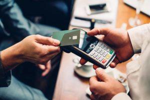 В Україні зобов'яжуть підприємців приймати безготівкові платежі