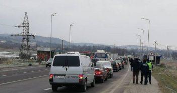 Власники авто на єврономерах розпочали протести на трасах Львівщини