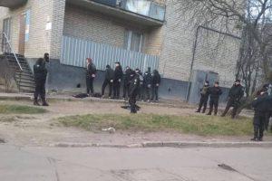 У Львові десять молодих людей розгромили ігрові автомати