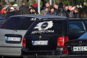 """""""Євробляхам"""" кінець: українці почали позбавлятися від нерозмитнених авто"""