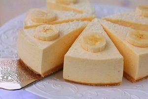 Банани, сир, 1 яйце: ніколи не думала, що буду готувати пиріг 3 дні поспіль