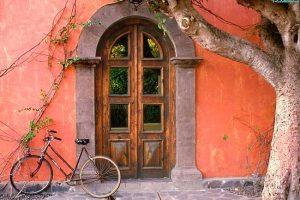 Народні прикмети та забобони пов'язані з дверима