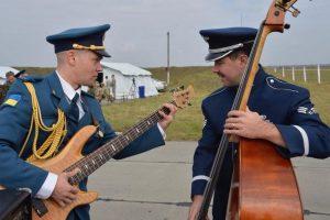 Музика єднає: оркестр Повітряних cил США виконує пісню УПА у стилі джаз. Відео