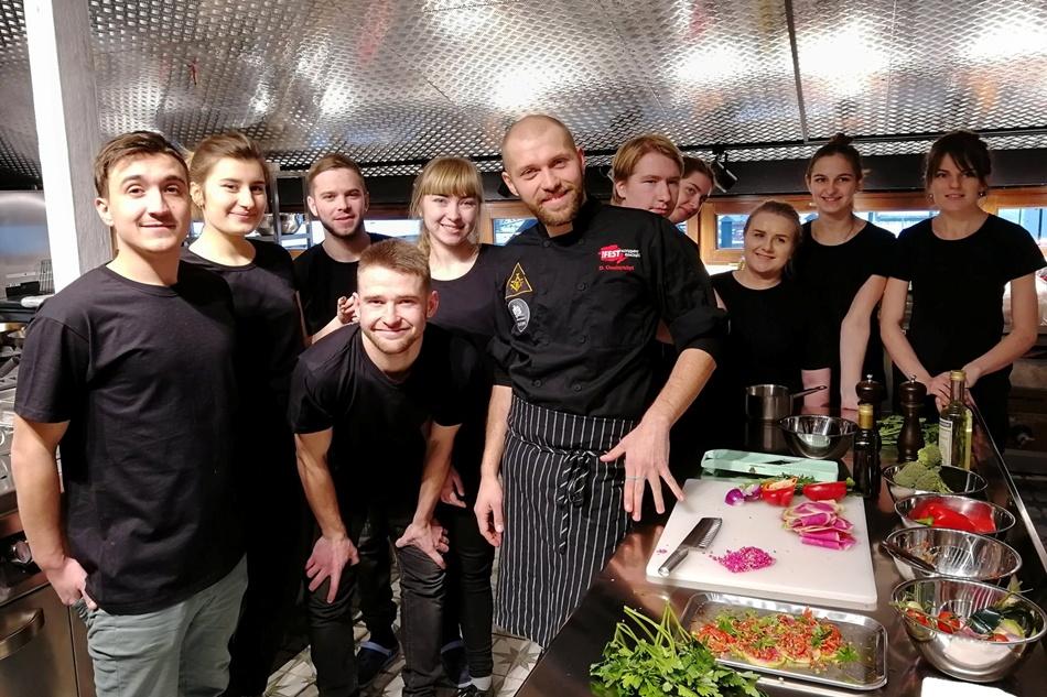 """У ресторані працюватимуть відомі львівські кухарі і """"гастролери"""". Фото Дуже висока кухня/Pretty High Kitchen."""