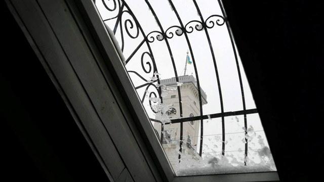 """Вище ресторану """"Дуже висока кухня"""" – тільки львівська Ратуша (вид з горища). Фото fest.lviv.ua."""