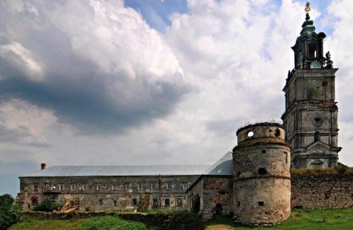 Домініканський монастир  у селищі Підкамінь Бродівського району