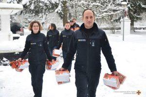 У Мережі з'явилося миле відео: Львівські рятувальники подарували свято літнім людям