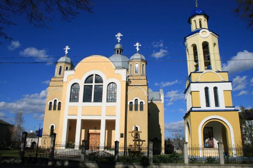 Храм св. апп Петра і Павла жовква