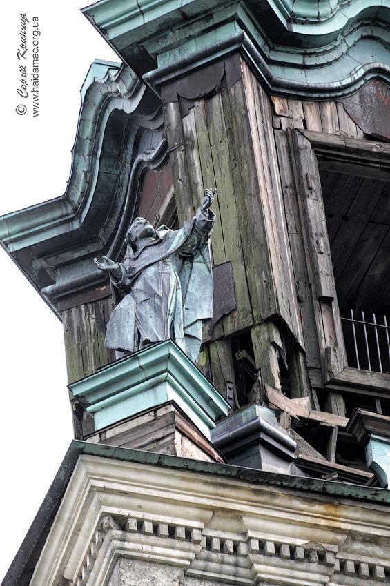 Фото: Сергій Криниця. Статуя біля куполу
