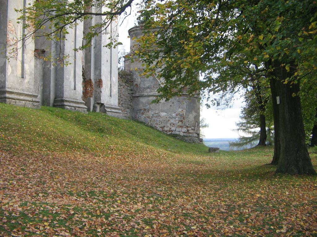 Монастир у селі Підкамінь