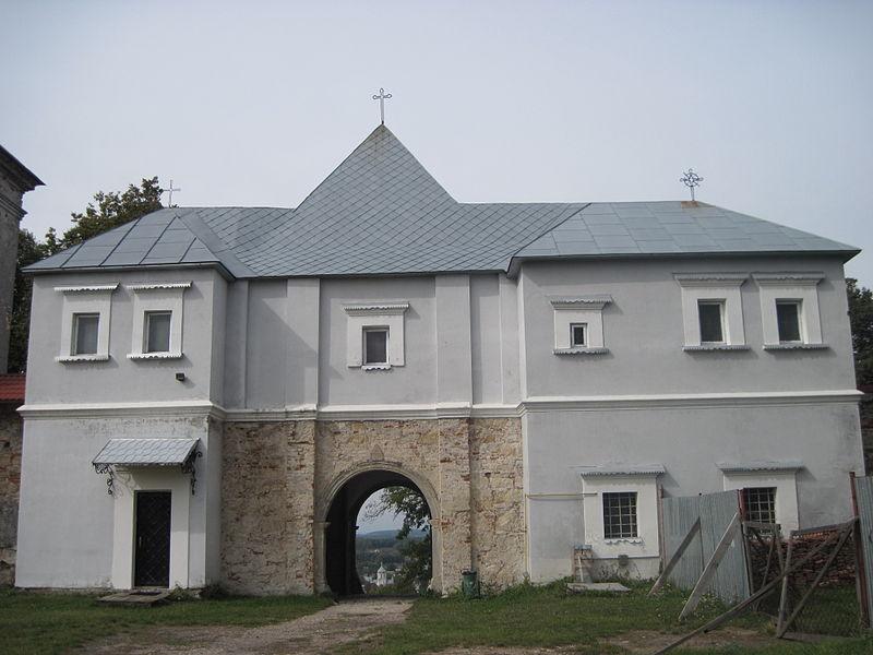 Фото: Вікіпедія, В'їзна брама монастиря з двору
