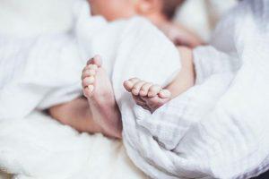 Однорічній дівчинці, яку залишили у «Вікні життя», знайшли нову сімю