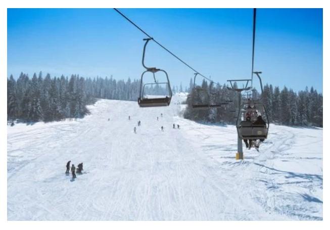 Гірськолижний спуск Західного реабілітаційно-спортивного центру НКСІУ на базі «Сянки» (фото Петра Перуцького)