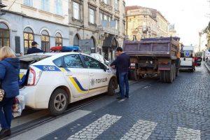 У Львові поліція вилаяла жінку, на яку на переході наїхала маршрутка