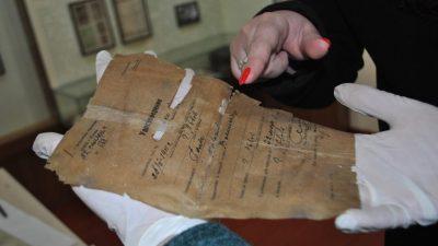 Поблизу Рогатина відкопали бідон з архівом Шухевича (фото, відео)