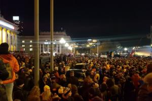 Польща піднялася на масові мітинги, щоб вшанувати пам'ять мера Гданська: вражаючі фото