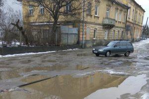 """Поки Садовий думає про президенство, у Львові """"сходять"""" дороги (фото)"""