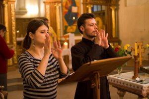 У одному з храмів Львова проводять богослужіння мовою жестів (Відео)