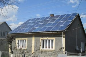 Українець збудував домашню сонячну електростанцію