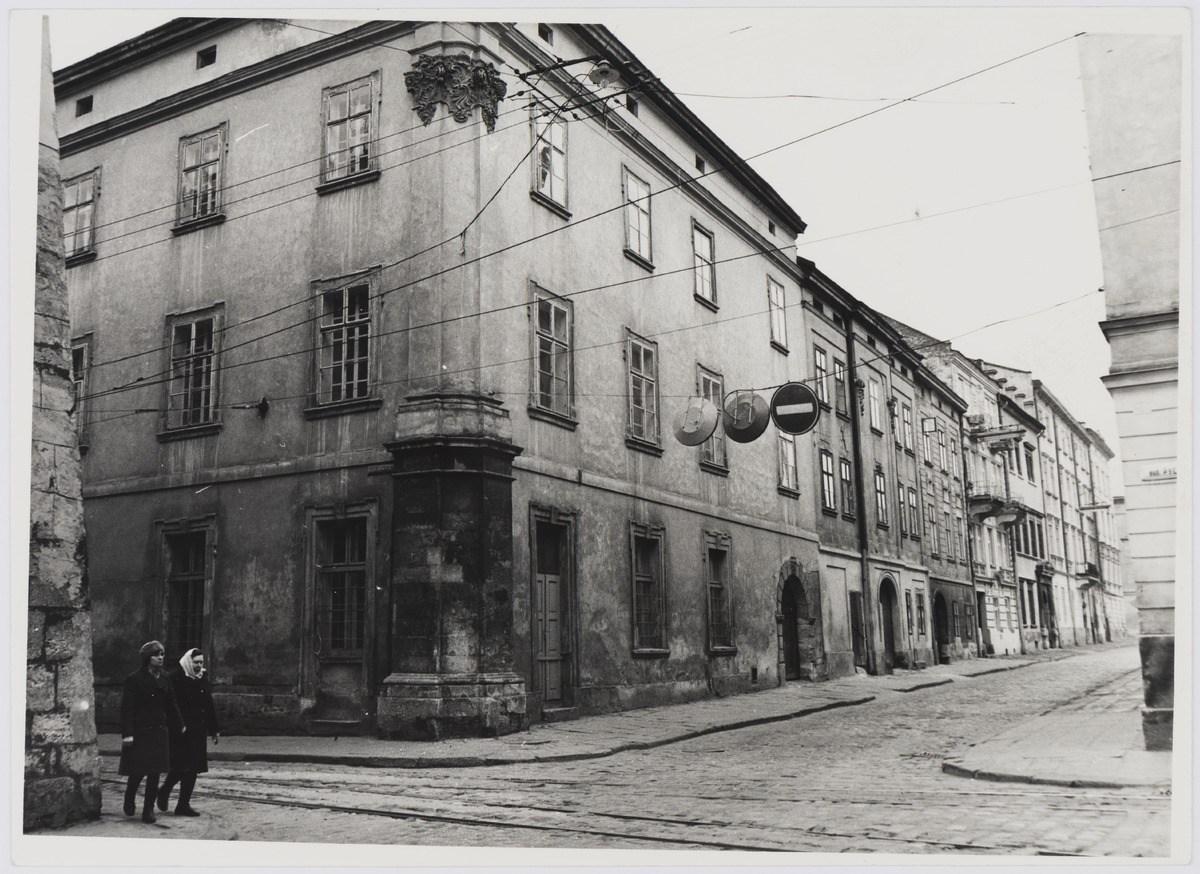 Львів, перехрестя вулиць Руської і Федорова, фото 1976 року