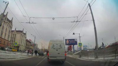 У Львові водій збив чоловіка з дитиною на руках