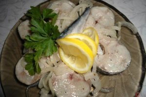 Скумбрія малосольна, яка не поступається за смаком червоній рибі