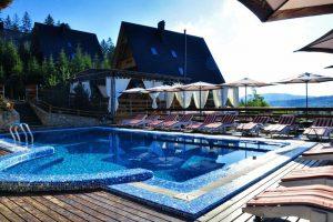 Де відпочити в Карпатах? Найкращі готелі з басейнами та розвагами для всієї сім'ї
