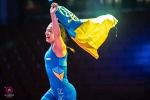Українка виграла молодіжний ЧЄ з боротьби, здолавши в півфіналі росіянку (відео)