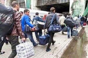 Заробітчан зобов'яжуть платити: у Верховній Раді зареєстрували законопроект щодо трудових емігрантів