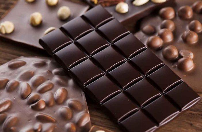 чорний шоколад молочний з горіхами