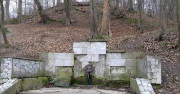 """джерело """"Паща лева"""" у парку «Залізна вода»"""