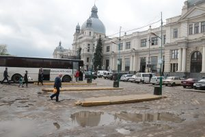 Завтра починається другий етап реконструкції пл. Двірцевої. Будуть зміни в русі транспорту