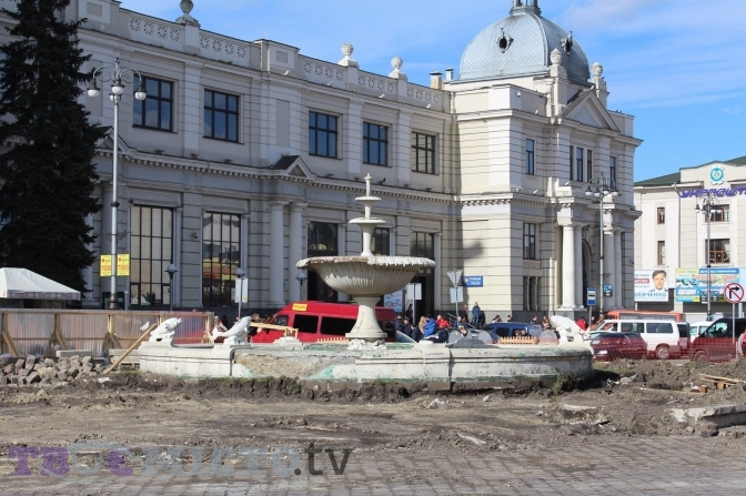 Як ремонтують площу Двірцеву у Львові. Актуальні фото