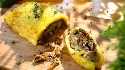 Картопляний рулет з грибами та овочами