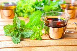 5 рецептів вечірніх напоїв, які очистять печінку та заберуть зайві кілограми, поки ви будете спати