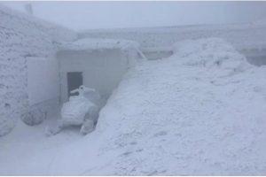 У Карпатах посеред квітня випало 1,3 метра снігу: неймовірні фото, відео