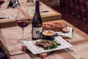 Де випити винa у Львові: 7 винних барів
