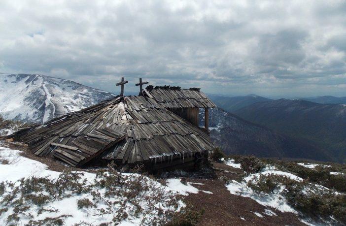 На високогір'ї Карпат виявили старовинну хатину: унікальній знахідці немає рівних