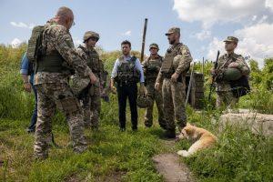 Зеленський відвідав Донбас: фоторепортаж із передової