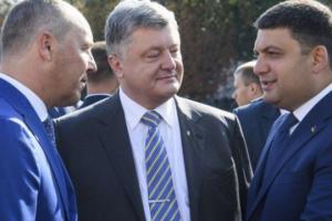 Суд відкрив провадження щодо заборони виїзду з України Порошенка, Парубія та Гройсмана