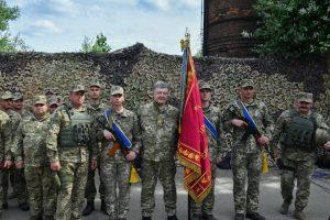 Порошенко здійснив прощальний візит на Донбас, щоб подякувати воїнам за службу. ФОТО