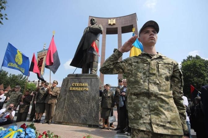 У Львові вшанували Героїв України. Фото дня