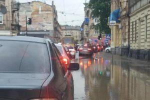 """Львів """"поплив"""" після проливних дощів: фото, відео"""
