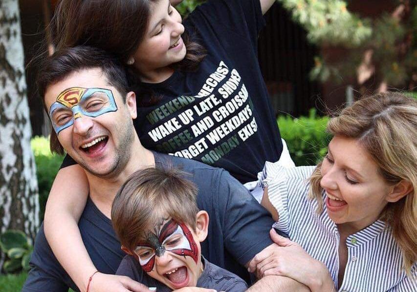 Володимир та Олена Зеленські зворушливо привітали з Днем захисту дітей сімейним фото
