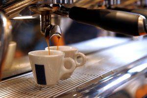 Кава з любов'ю: 5 найоригінальніших рецептів напоїв для кавової машини