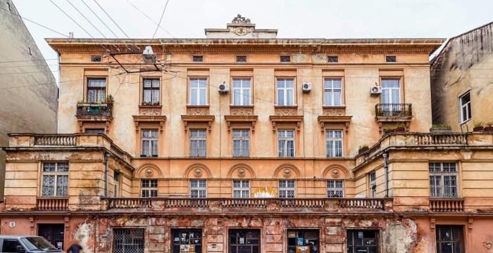 Палац Орловського на вулиці Пекарській № 13, який набув сучасного вигляду у 1931 р. (архітектор Максиміліан Кочур), коли перейшов у власність Юзефа Мєрніка